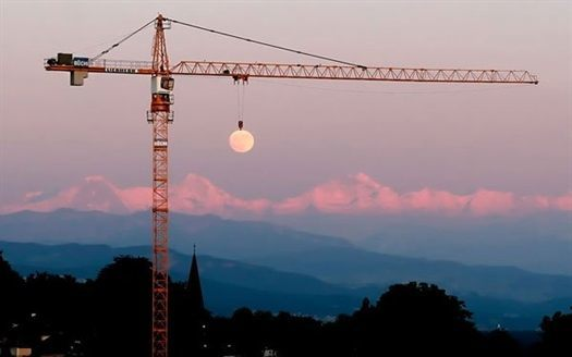 43-moon-crane-perfect-timin