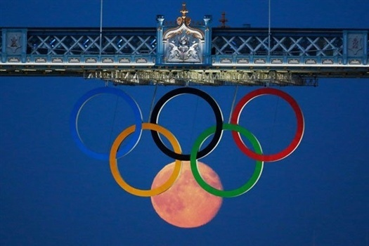 1-full-moon-olympic-rings-l